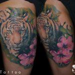 comb tigris tetoválás, thigh tiger tattoo