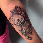 lakat tetoválás, padlock tattoo