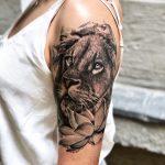 felkar oroszlán tetoválás, upper arm lion tattoo