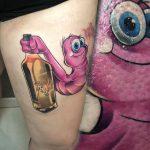 kukac tetoválás, at maggot tattoo