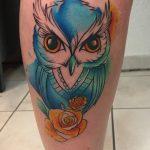 kék bagoly tetoválás láb. blue owl tattoo leg