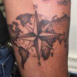 iránytű tetoválás kar, compass tattoo arm