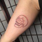 koponya piros fekete kar tetoválás, skull red black arm tattoo