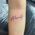 örökké mindig felirat kar tetoválás, forever always inscription arm tattoo