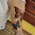 narancssárga kék pillangó kar tetoválás, orange blue butterfly arm tattoo