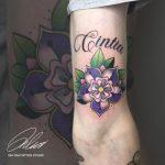 lila zöld virág kar tetoválás, purple green flower arm tattoo