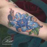 kéké virág kígyó tetoválás, blue flower snake tattoo