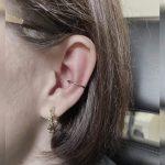 egy karika helix fül piercing, a hoop helix ear piercing