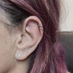 kettő helix karika fül piercing, two helix hoop ear piercings