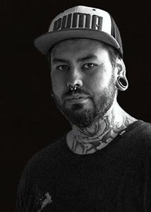 Molnár Ádám tetováló művész, Ádám Molnár is a tattoo artist